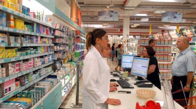 Farmaci innovativi, Mandelli (Fofi): «Siano prescritti e dispensati sul territorio»